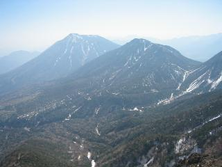 山頂から男体山