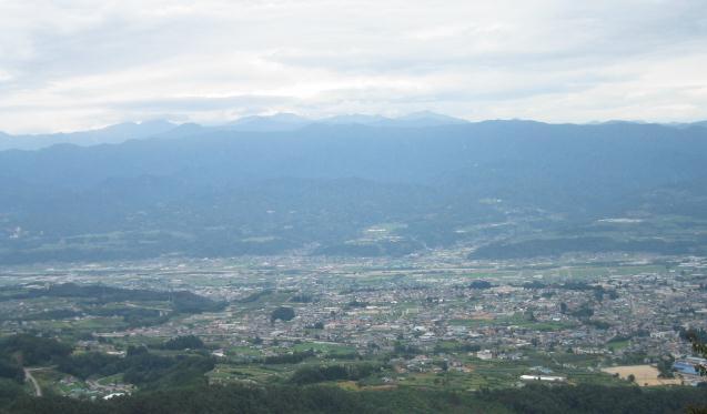 展望所から飯田市街地と南アを望む