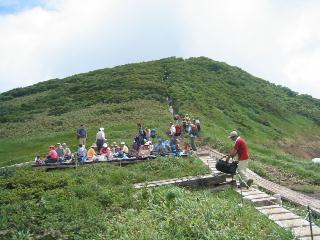 木道と山頂