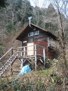 一の谷沿いの山小屋
