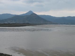砂浜から野間岳