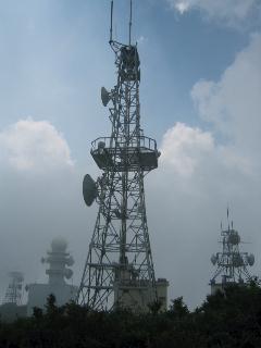 地蔵岳山頂のアンテナ施設