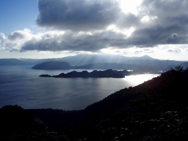 白雲亭から十和田湖を望む