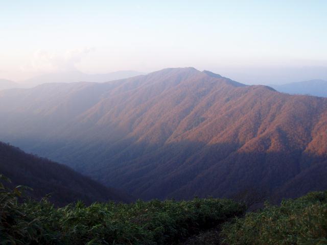 姥ヶ岳を望む