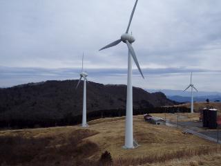井山から風車を望む