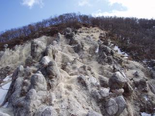 水沢岳のザレ場