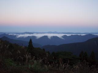 盆地に溜まった雲