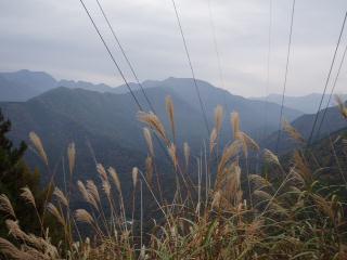 大無間岳への鋸歯の稜線