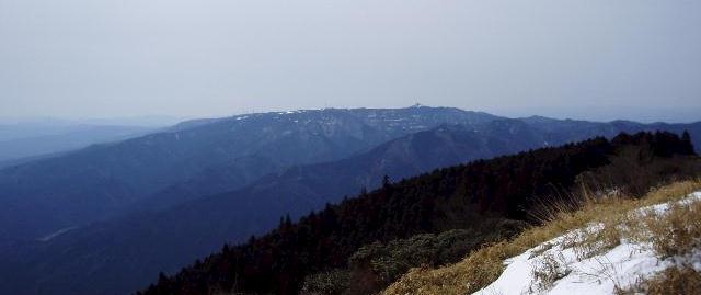 経ヶ峰から青山高原を望む