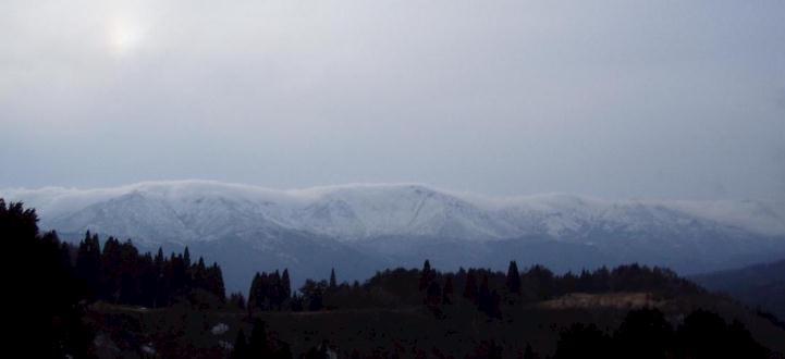 笠雲の石徹白三山