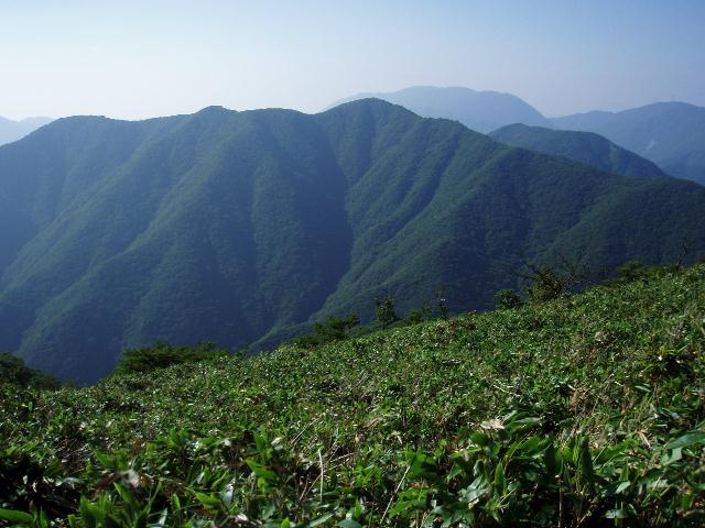 竜ヶ岳から静ヶ岳を望む