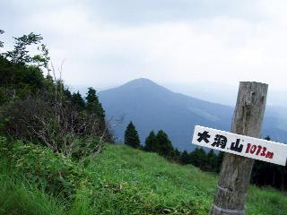 雄岳から尼ヶ岳を望む