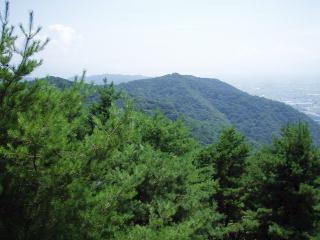展望所から光城山を望む