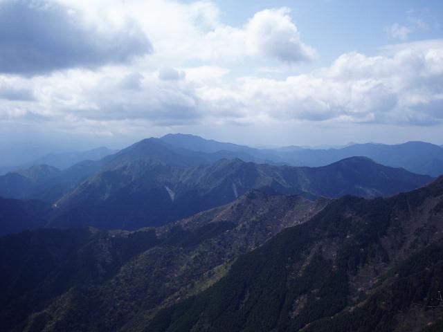 局ヶ岳から栗の木岳方面を望む
