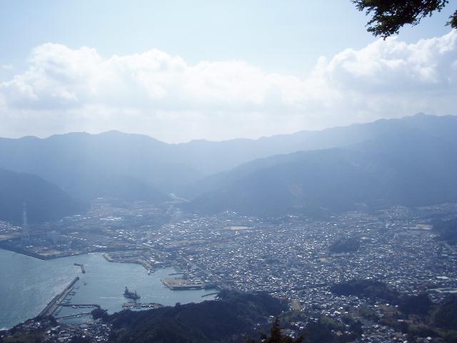 天狗倉山から尾鷲市を望む