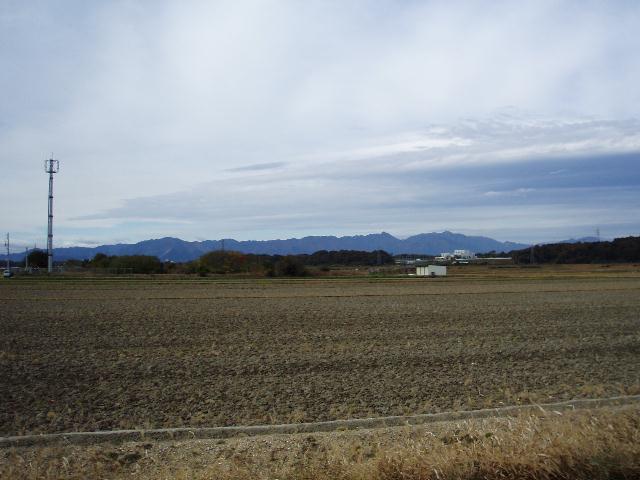 鈴鹿の山を望む
