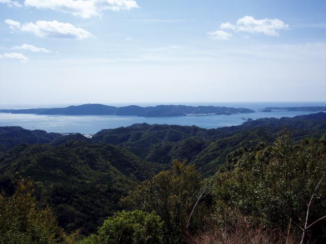 重畳山から橋杭岩・大島・潮の岬を望む