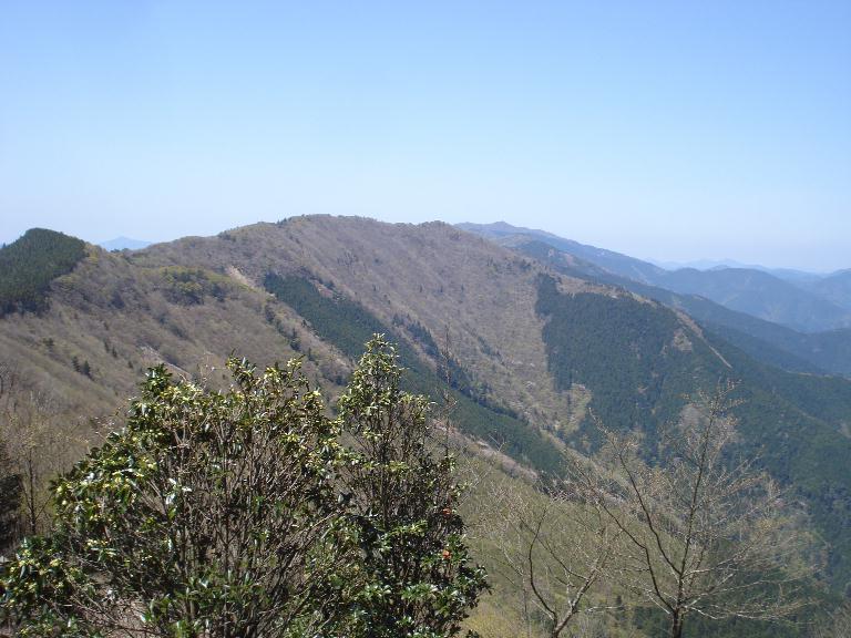 石地力山から果無山脈を望む