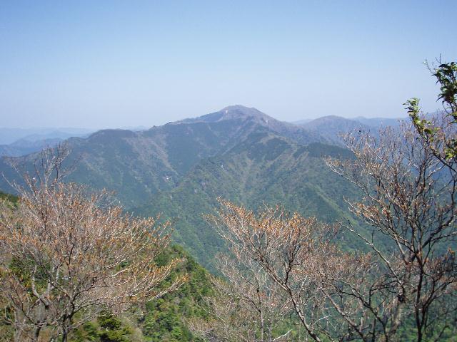 地蔵岳から中八人山を望む