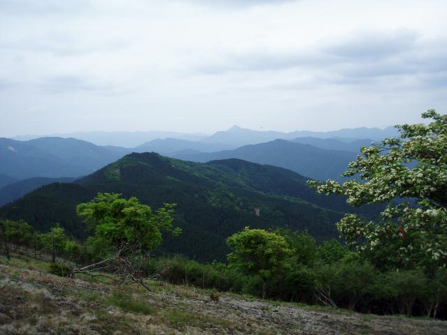学能堂山から高見山方面を望む