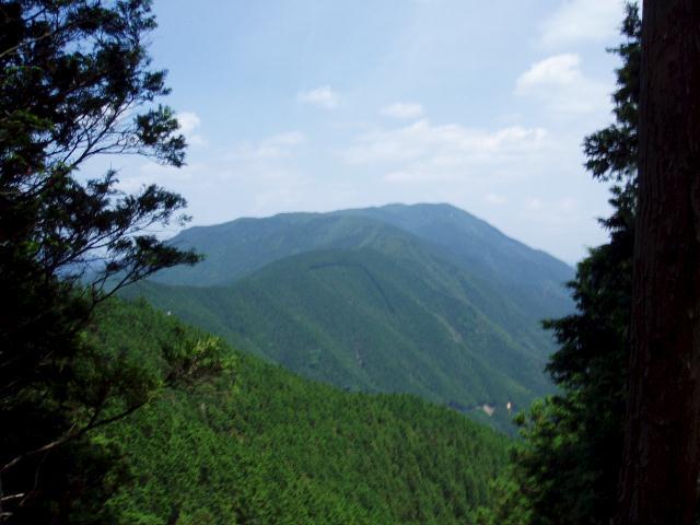 三峰方面を望む
