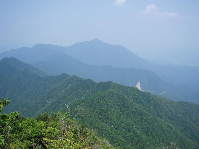 局ヶ岳を望む