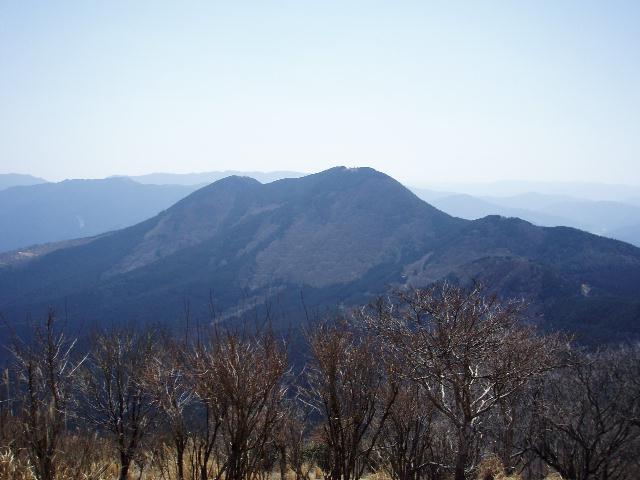 尼ヶ岳から大洞山を望む