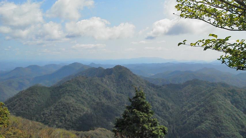 三嶽から小金ヶ嶽を望む