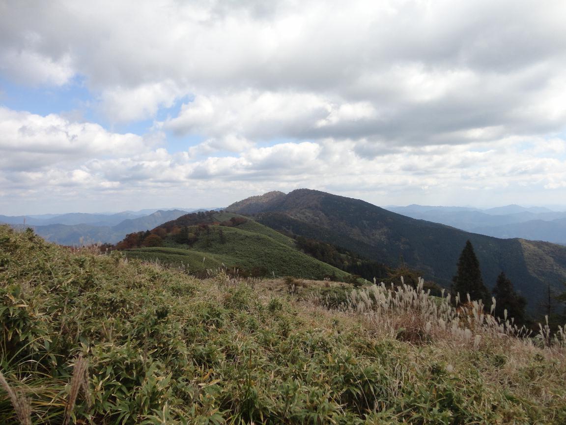 駒ノ尾山から船木山・後山を望む